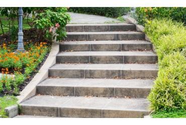Bloki schodowe: kiedy warto zastosować je w ogrodzie?